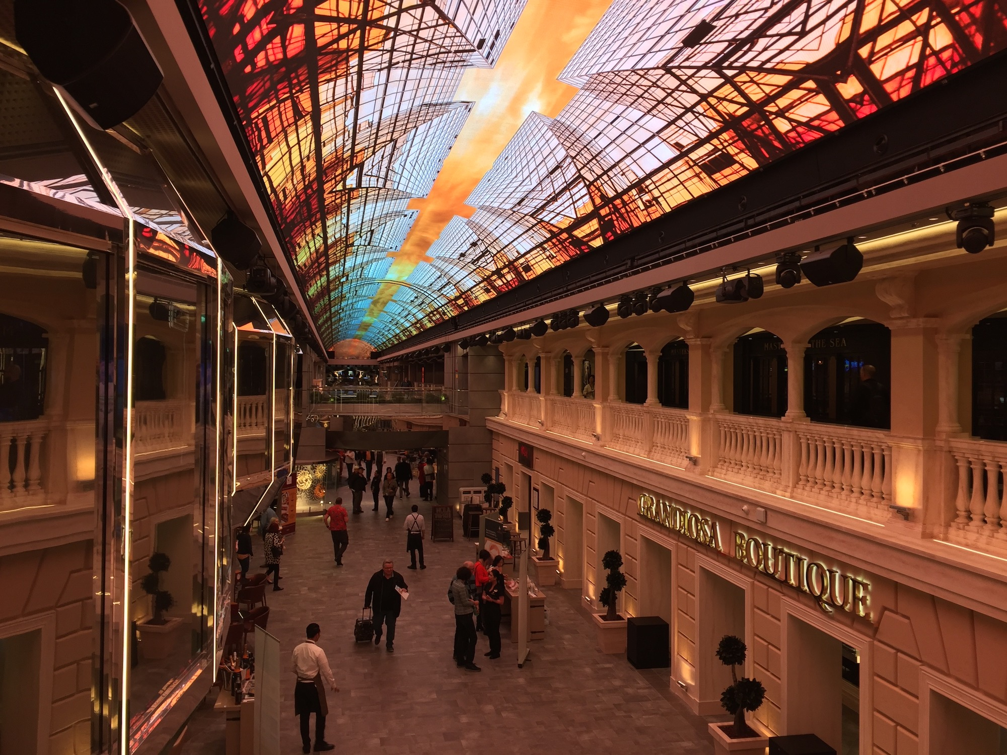 Galleria auf der MSC Grandiosa, dem baugleichen Schwesterschiff. Foto: sea1.de